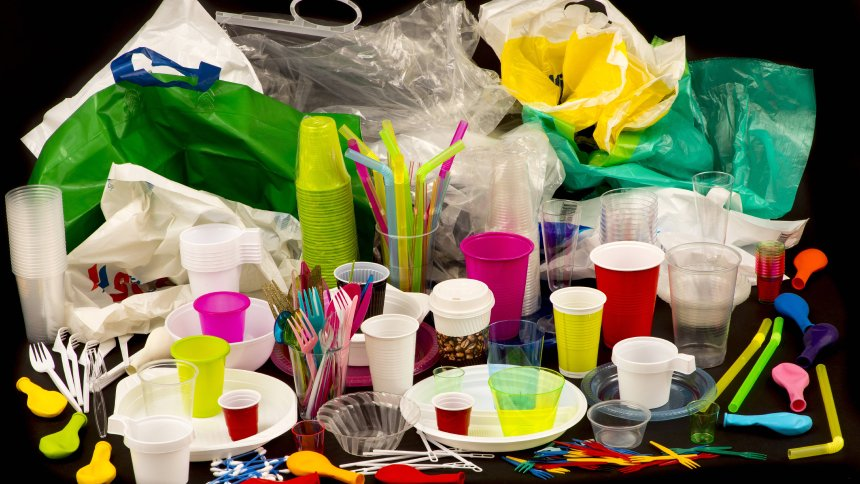 Einweggeschirr Plastikbesteck Plastikgeschirr Kunststoff Plastikbecher Plastiktüten und anderer